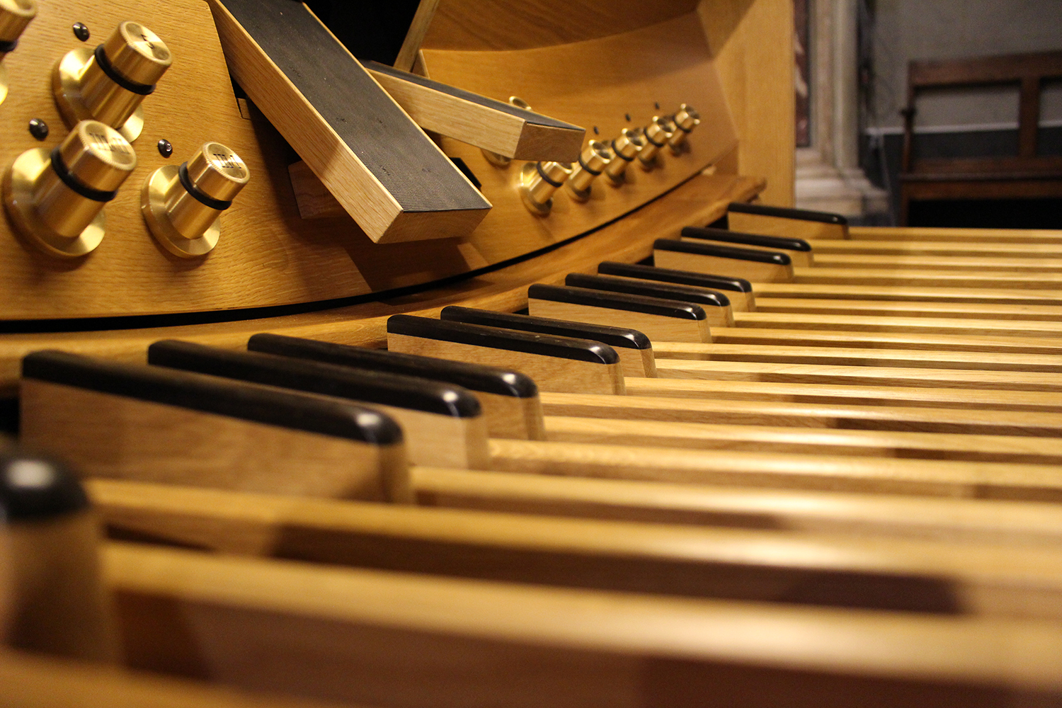 Artisans at the service of music and liturgy